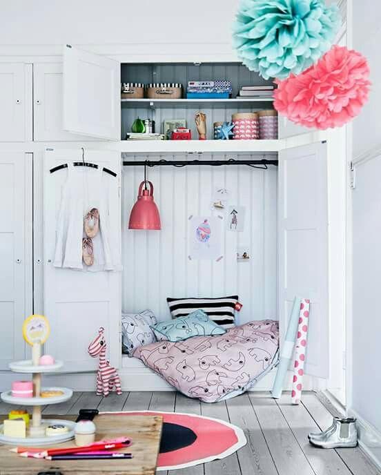 Girly reading corners mommo design - Belle chambre de fille ...