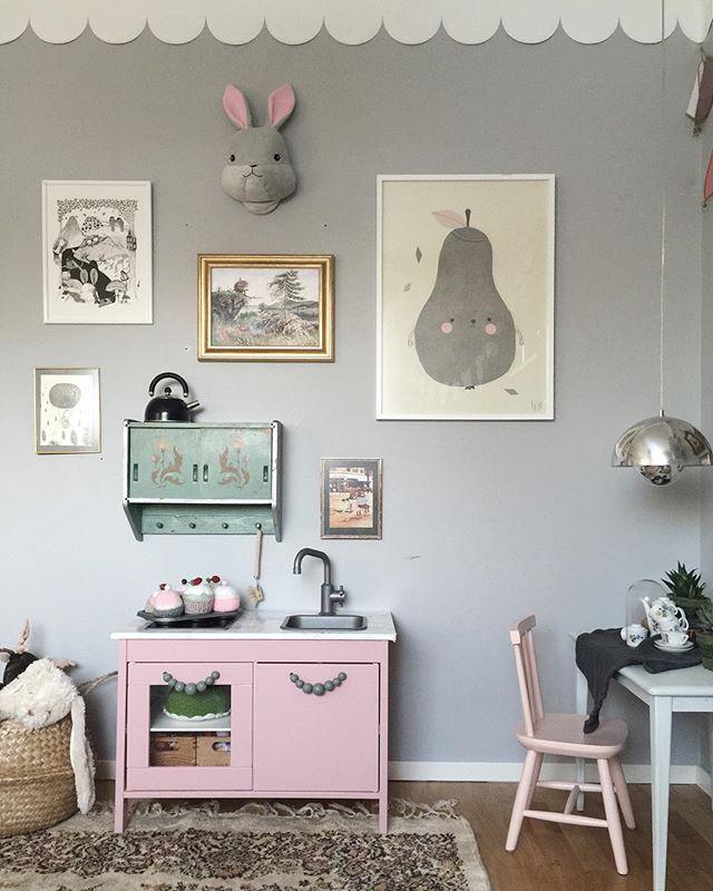 m dchenzimmer gestalten dekorieren gr nes bett farbige. Black Bedroom Furniture Sets. Home Design Ideas