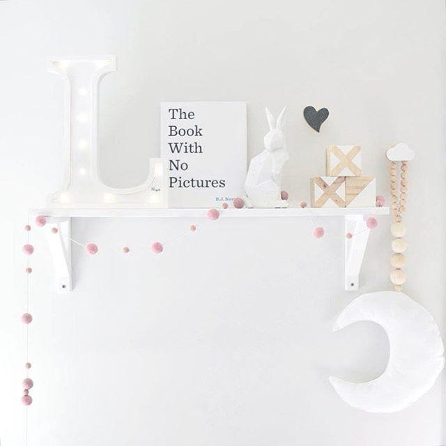 Lovely Shelfie Mommo Design