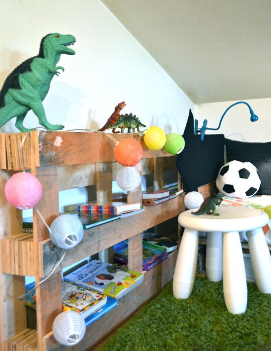 My diy pallet reading nook mommo design - Muebles para libros modernos ...