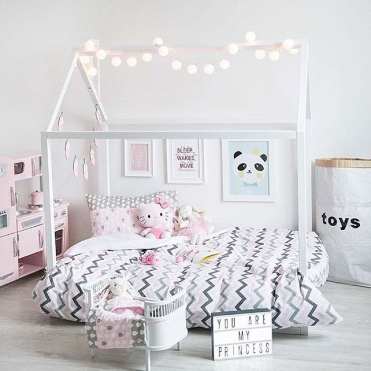Girls room mommo design for Simple girls bedroom