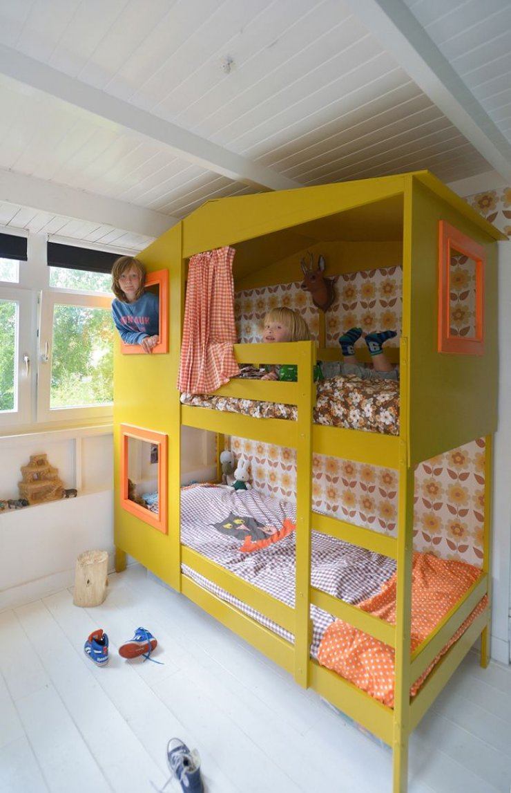 Ikea Mydal bunkbed hacked into a yellow house
