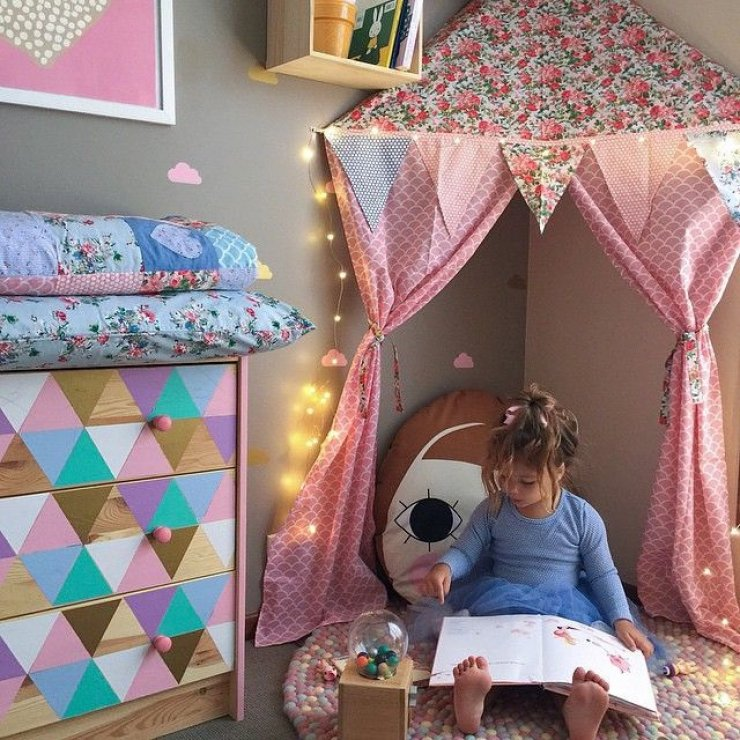 Girly reading corners mommo design for Kids reading corner ideas