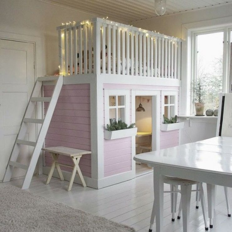 Loft bed with pink play house