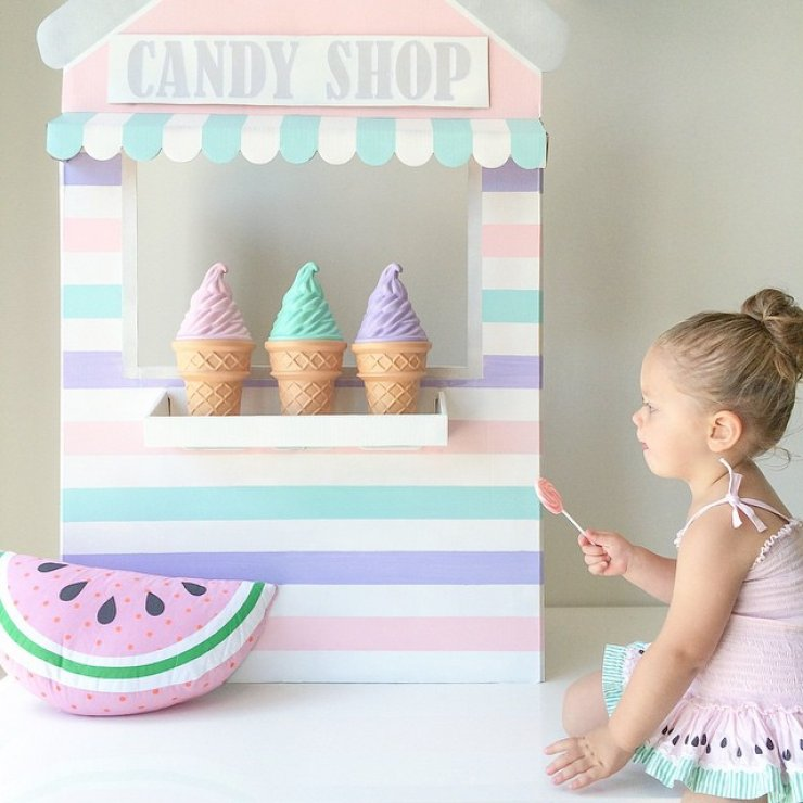 DIY cardboard ice cream stand
