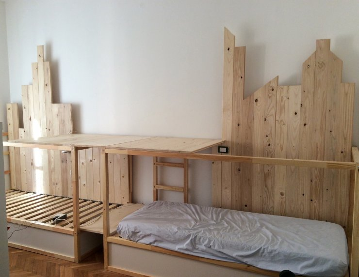 ikea kura hack triple bunk bed mommo design. Black Bedroom Furniture Sets. Home Design Ideas