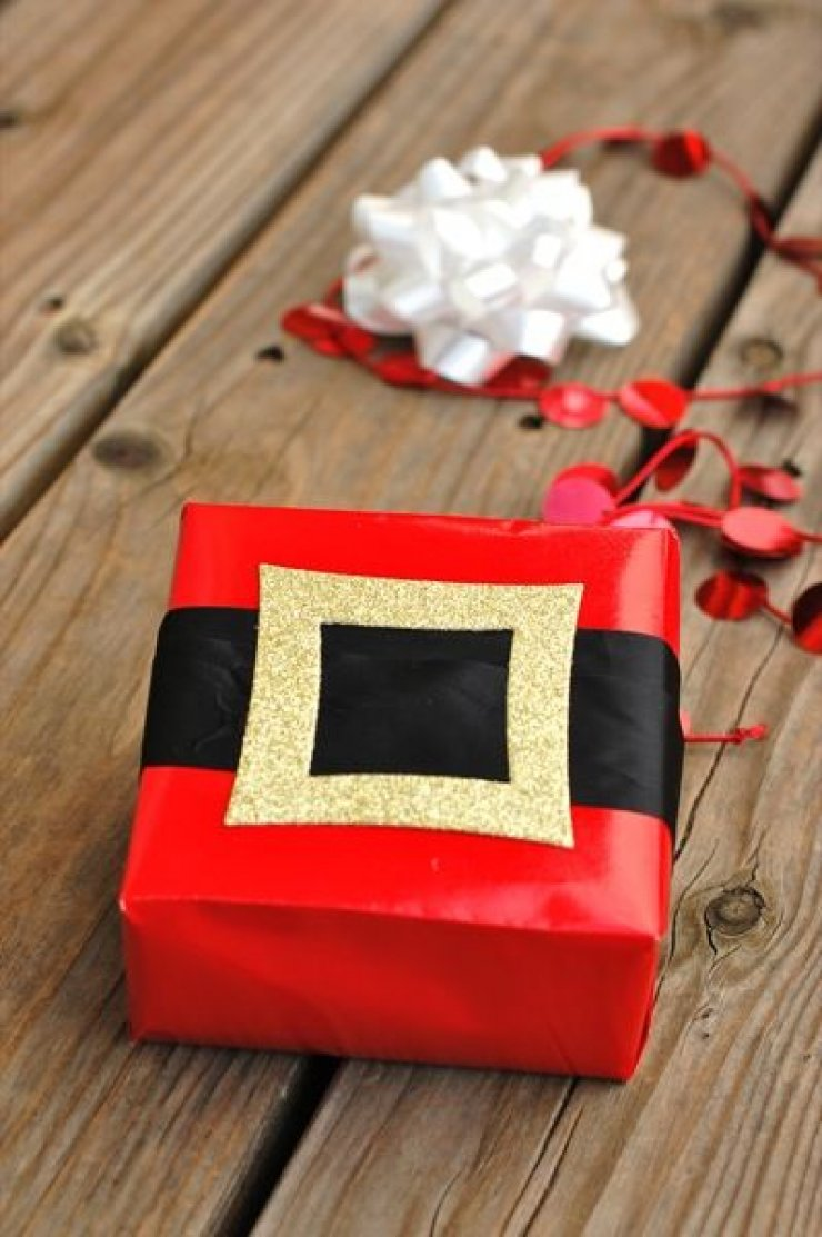 Dy Santa's belt wrapping paper